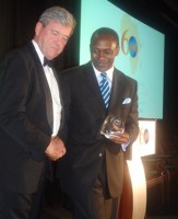Dr. Kandeh Yumkella receves the Distinguished Alumni Award presented by Steven Pfeiffer
